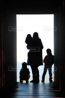 家族,後ろ姿,幻想的,暗い,子供,トンネル