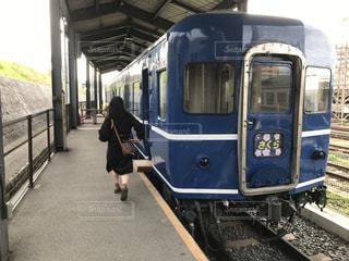 電車,青,ルンルン