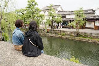 女性,自然,風景,空,屋外,後ろ姿,川辺,川,洋服,人物,背中,人,後姿