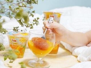 食べ物,ジュース,テーブル,フルーツ,果物,人物,人,レモン,グレープフルーツ,ドリンク,ドウダンツツジ