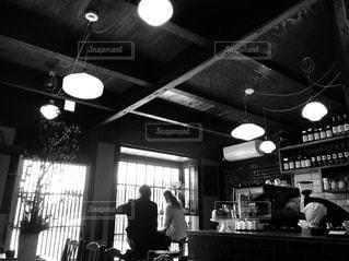 女性,男性,カフェ,カップル,京都,窓,光,旅行,フィルム,セピア,フィルム写真,フィルムフォト