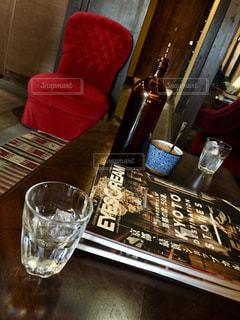 カフェ,京都,アンティーク,椅子,コップ,グラス,フィルム,フィルム写真,赤いイス,フィルムフォト,海外雑誌