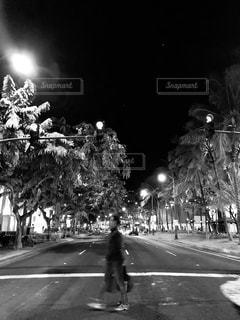 男性,空,屋外,雲,信号,横断歩道,交差点,ハワイ,フィルム,ワイキキ,フィルム写真,フィルムフォト