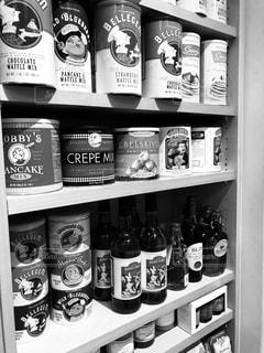 缶詰の棚の写真・画像素材[2445558]