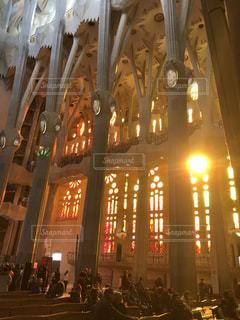 空,建物,太陽,窓,光,ステンドグラス,教会,スペイン,サグラダファミリア,明るい,祭壇