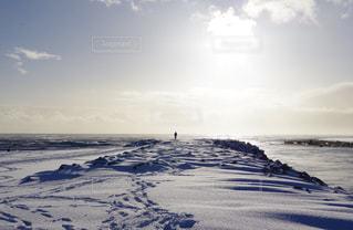 空,雪,後ろ姿,大自然,人物,人,アイスランド,大冒険