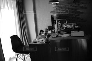 オフィス デスクと椅子の写真・画像素材[1008219]
