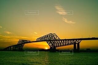 水の体に架かる橋のクローズアップの写真・画像素材[3263844]