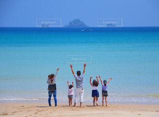 自然,海,夏,砂,ビーチ,親子,島,後ろ姿,砂浜,海岸,人物,人,後姿,五島列島,五島,島旅,宇久島