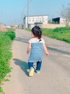 屋外,晴れ,後ろ姿,子供,お散歩