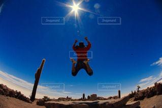 後ろ姿,ジャンプ,大自然,ウユニ塩湖,ボリビア