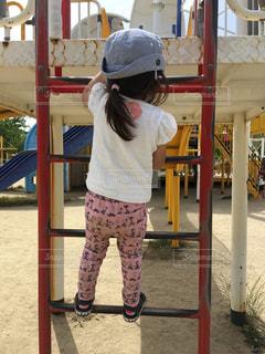 娘ハシゴに登る!!の写真・画像素材[2148835]