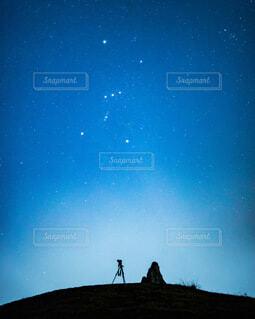 青い空の人の写真・画像素材[4105115]