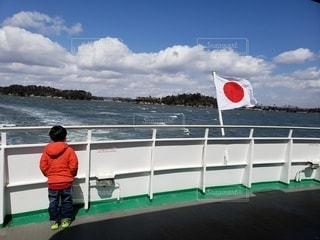 男性,子ども,1人,風景,後ろ姿,船,水面,日中