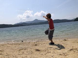 海,きれい,帽子,散歩,子供,石投げ
