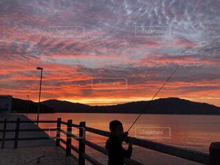 夕釣りの写真・画像素材[4506953]