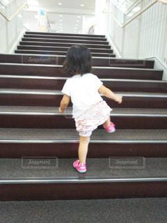 子ども,階段,後ろ姿,人物,背中,人