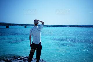 男性,風景,空,屋外,ビーチ,海辺,水面,海岸,人物,人,エメラルドグリーン,古宇利大橋,古宇利島