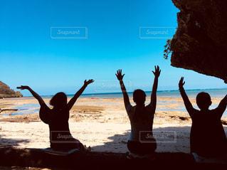 屋外,後ろ姿,沖縄,女子,リラックス,プライベートビーチ,解放