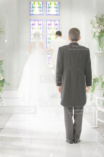 後ろ姿,結婚式,ドレス,人物,背中,人,後姿,父親,父,旅立ち,娘,新郎新婦,バージンロード,タキシード