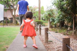 子ども,風景,夏,親子,背中,赤ちゃん,地面