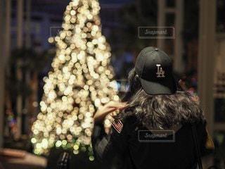 女性,恋人,1人,風景,背中,人,クリスマス,ボケ,後ろ,Christmas,クリスマス ツリー,Nashville
