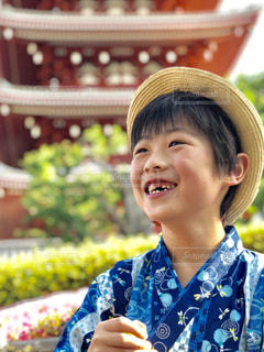 笑顔の少年の写真・画像素材[2326897]