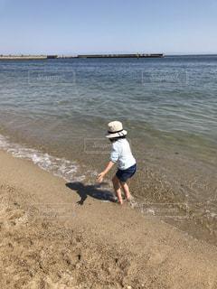 海,後ろ姿,子供,女の子,初夏
