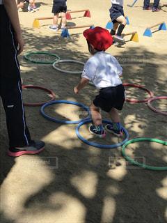 屋外,後ろ姿,子供,人物,運動,男の子,幼稚園,運動場,後ろ姿フォト