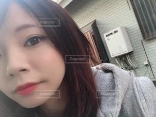 自分撮りをする女性の写真・画像素材[2301105]