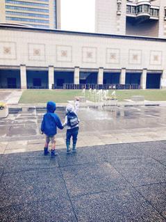 子ども,噴水,幼児,男の子,フィルム写真,2人