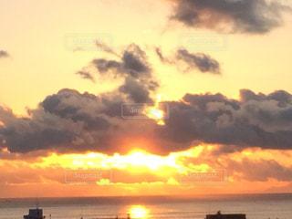 夕日と雲の写真・画像素材[2414312]