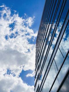 空の色と流れる雲の写真・画像素材[2445954]