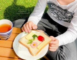 おうちバルコニーで朝食の写真・画像素材[3354508]