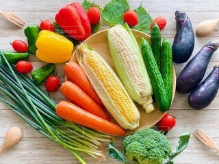 食べ物,カラフル,フォーク,スプーン,トマト,野菜,食品,デザイン,人参,ネギ,大葉,食材,パプリカ,フレッシュ,ベジタブル,ナス,胡瓜,とうもろこし