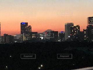 空,建物,富士山,屋外,太陽,夕暮れ,ライト,光,都会,高層ビル,明るい,ダウンタウン,都市の景観