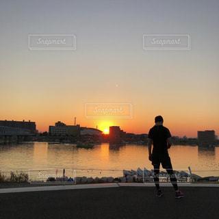 夕日に佇んでの写真・画像素材[2262274]