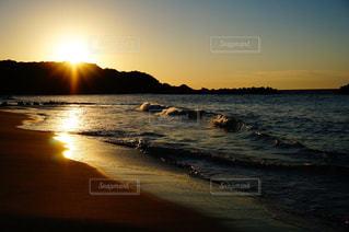海,空,秋,太陽,夕焼け,夕暮れ,波,海岸,光,夕陽