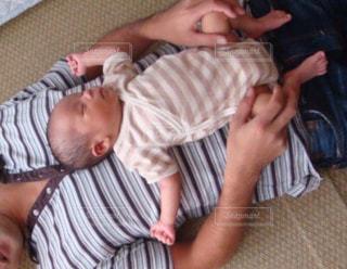室内,イベント,赤ちゃん,お昼寝,パパ,父の日,お腹の上,6月16日