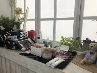 窓,家,家具,たくさん,メイク,観葉植物,美容,カラー,コスメ,化粧品,メイクアップ,アイシャドウ,メイクボックス