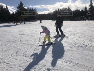 女性,男性,子ども,家族,2人,アウトドア,空,スポーツ,雪,屋外,人物,スキー,ゲレンデ,レジャー,斜面,日中,ウインタースポーツ