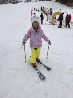 子ども,自然,アウトドア,スポーツ,雪,屋外,人物,人,スキー,ゲレンデ,レジャー,スキー場,ウインタースポーツ