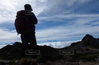 自然,空,屋外,雲,後ろ姿,山,景色,登山,人物,背中,逆光,人,後姿,雲海