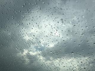 雨,太陽,雲,車,窓,水滴,ガラス,隙間,ウィンドウ,雫,梅雨,天気,陽射し,しずく,雨の日