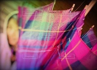 女性,1人,傘,屋外,ピンク,水,チェック,アート,雫,梅雨,カラー,雨の日,柄,フォトジェニック,インスタ映え,ヨットパーカー