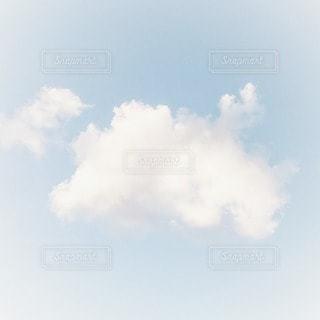 ふわふわの雲の写真・画像素材[2279878]