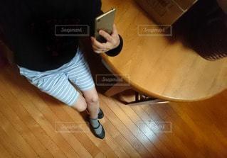 スマホと私の写真・画像素材[2286249]