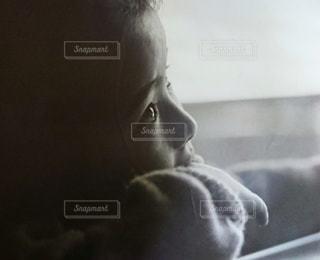 子ども,屋内,モノクロ,レトロ,人,幼児,フィルム,見つめる,幼少期,自分,フィルム写真,フォトジェニック,肖像画,インスタ映え,フィルムフォト