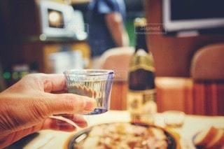 食べ物,日本酒,車内,楽しい,椅子,テーブル,皿,人,グラス,乾杯,美味しい,夕食,ドリンク,フォトジェニック,インスタ映え