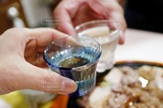 食べ物,日本酒,手,楽しい,人,食器,グラス,乾杯,美味しい,夕食,ドリンク,フォトジェニック,インスタ映え,ダーリン